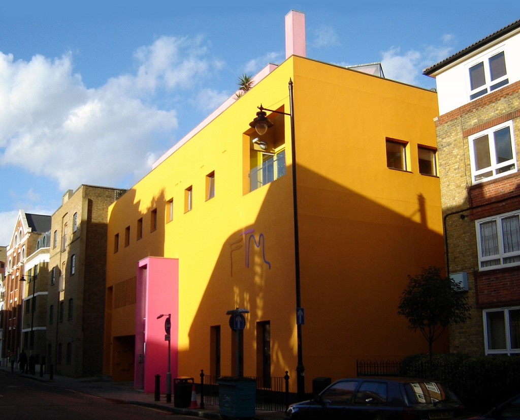 The Fashion and Textile Museum in Bermondsey | © Fin Fahey/WikiCommons