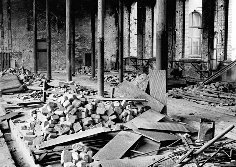 war damaged chemistry building | © German Federal Archive/WikiCommons