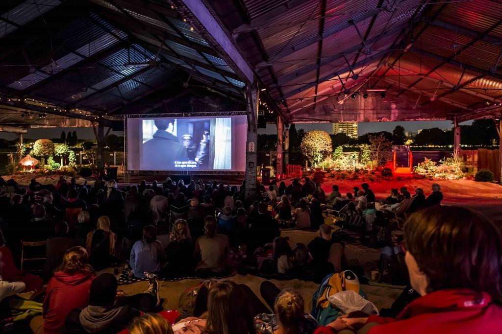 An open air movie night at Cinema Urbana 2015 | © Sigrid Spinnox, courtesy of Zomer van Antwerpen