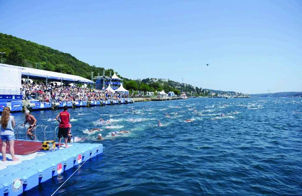 Swimmers reach the end point of the race, 6.5km after they started | © Image.net