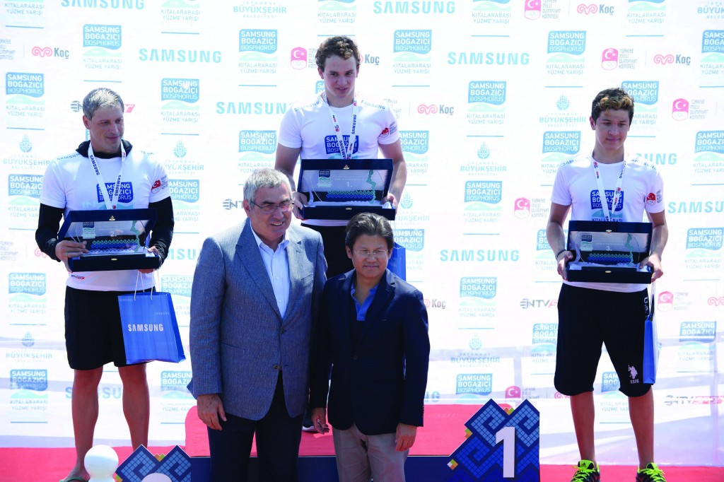 Men's awards ceremony: Omer Tara 1st, Dimitar Videnov 2nd, Arda Kip 3rd | © Image.net
