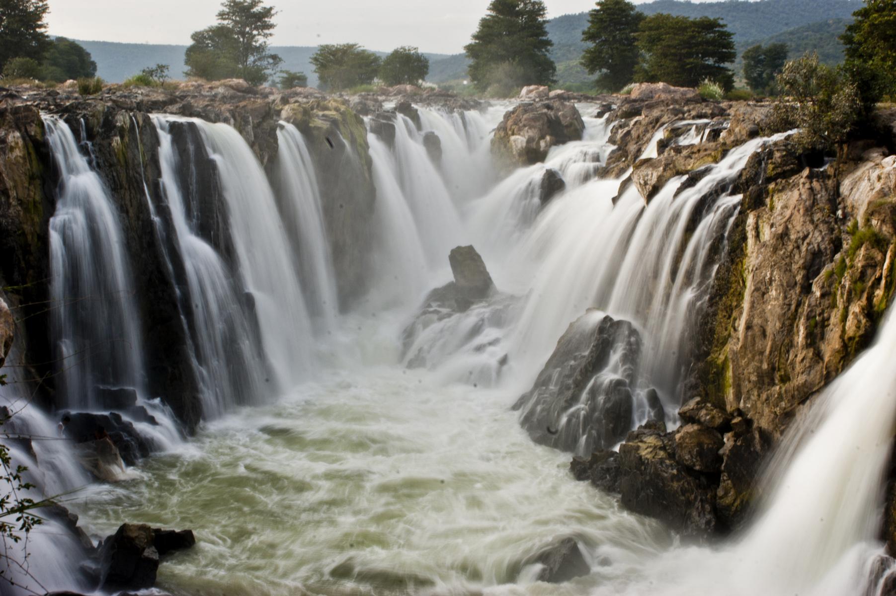 Hogenakkal Falls in TamilNadu | © Ezhuttukari/WikiCommons