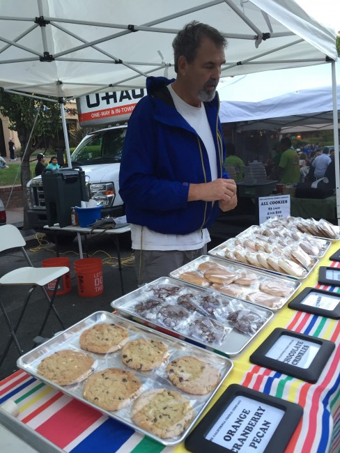 Larry Boger of California Cookie Company showcases his cookies to customers at the San Rafael Farmer's Market © Danielle Chemtob