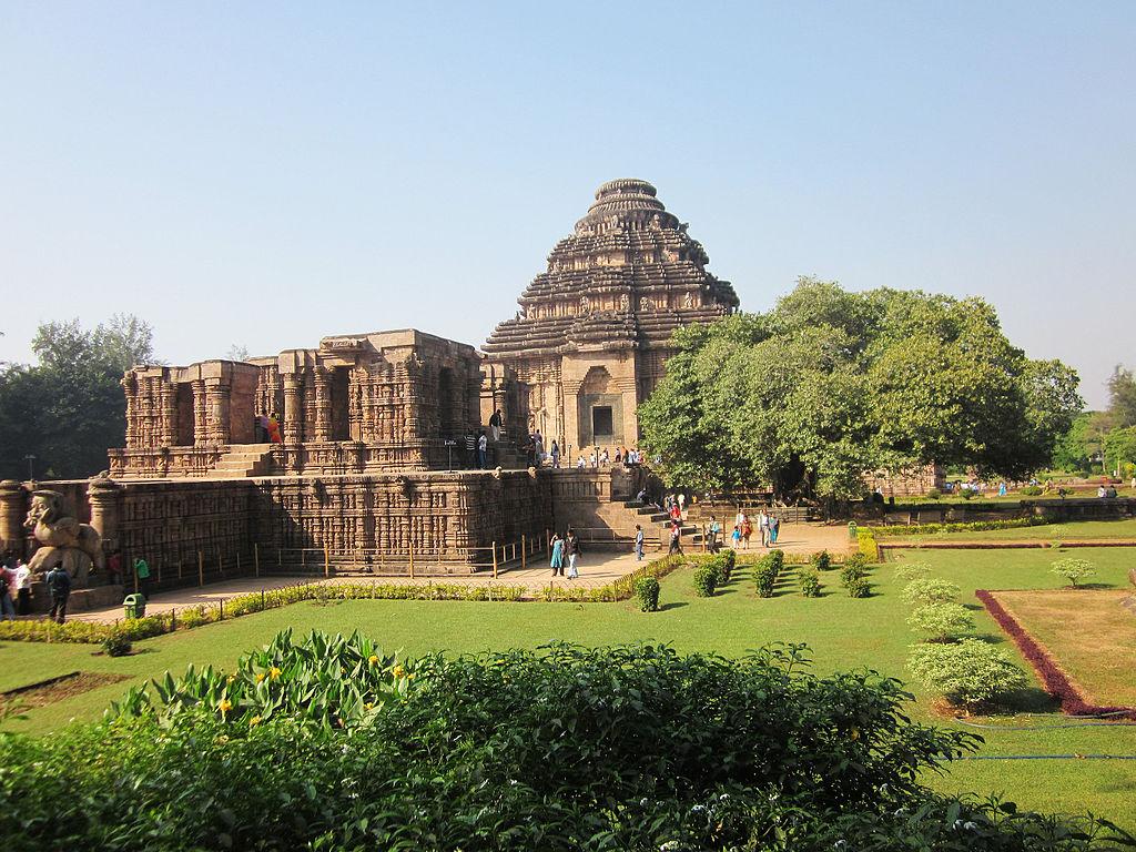 "Konark Sun Temple | <a href=""https://commons.wikimedia.org/wiki/File:Konark_Sun_Temple,_Knark.jpg"" target=""_blank"" rel=""noopener"">© Jnanaranjan sahu/WikiCommons</a>"
