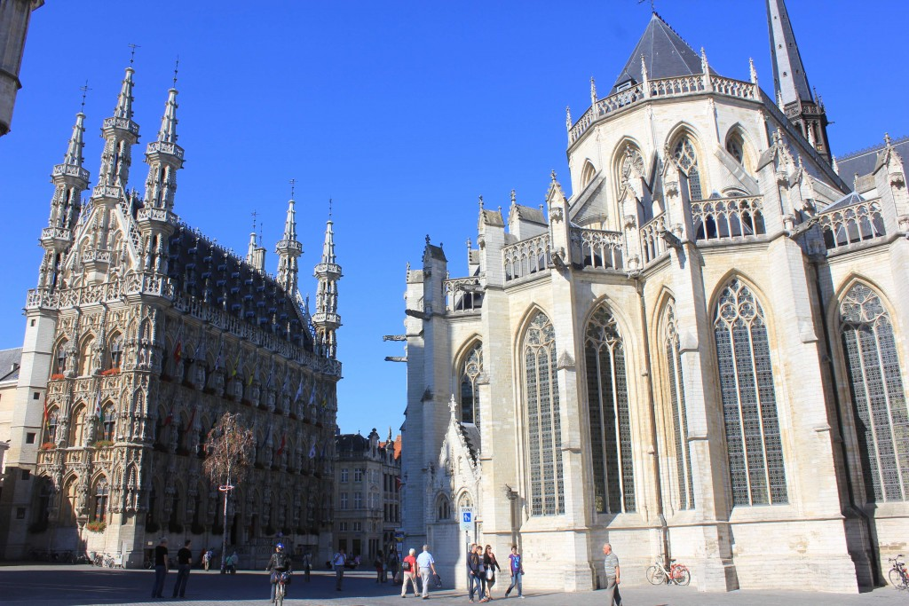 Leuven's Grote Markt with City Hall on the left | © Latinista/Wikimedia Commons