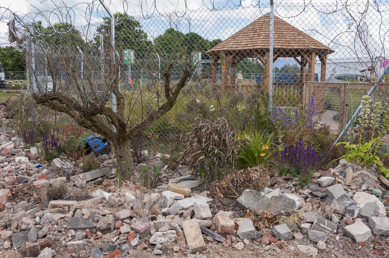 UNHCR: 'Border Control' Garden. Designed by: Tom Massey, John Ward. Sponsored by: UNHCR. RHS Hampton Court Palace Flower Show 2016|©/RHS
