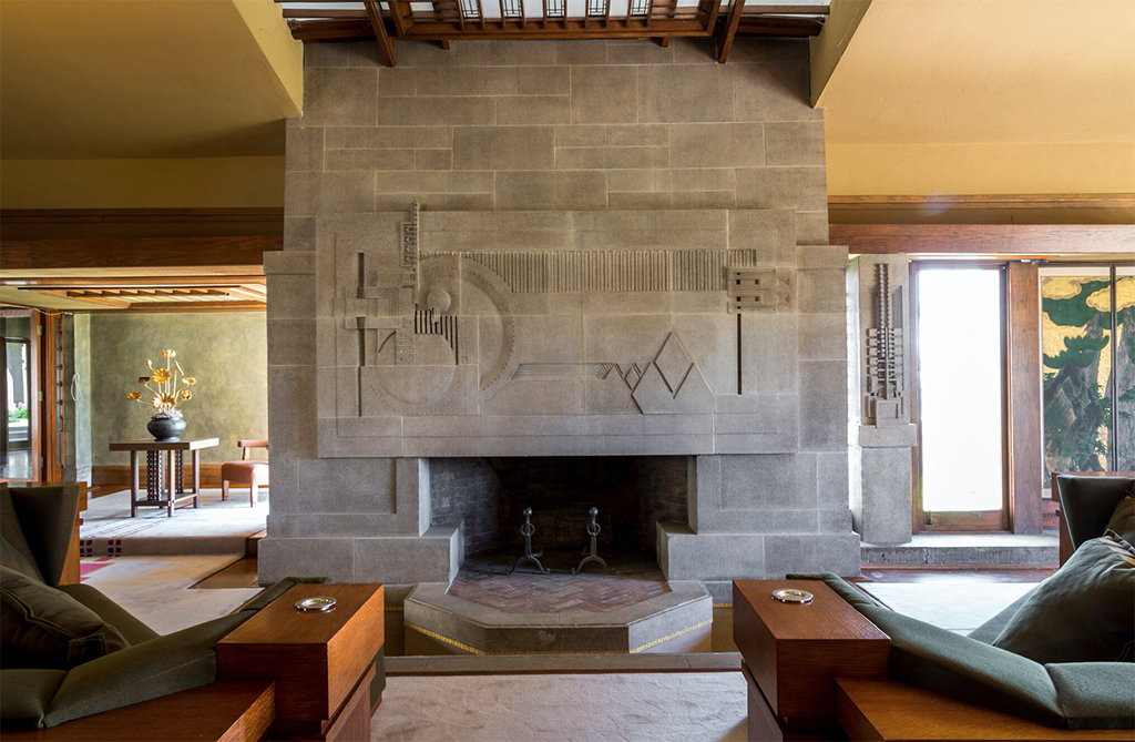 Frank lloyd wright designed a mayan temple in the middle for Hollyhock house