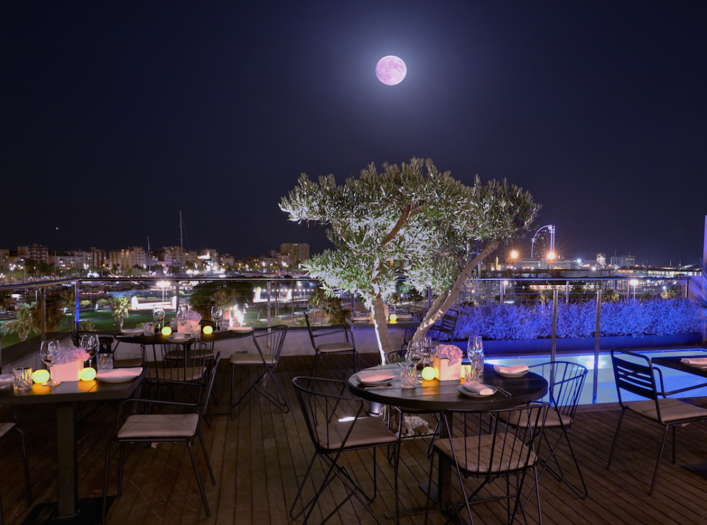 The Hotel Serras boasts a large rooftop terrace overlooking the terrace where guests can enjoy a drink or relax in the infinity pool © Courtesy of Hotel Serras, Barcelona