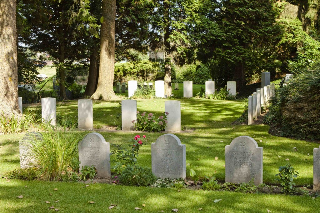 The peaceful St. Symphorien Military Cemetery, 2 kilometers outside the city center   © Wernervc/Wikimedia Commons
