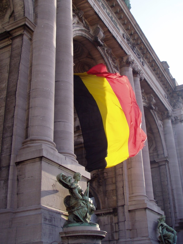 The flag flying from the Arc du Cinquantenaire in Brussels, a triumphal arch built to celebrate Belgium's independence | © Didier Misson/Wikimedia Commons