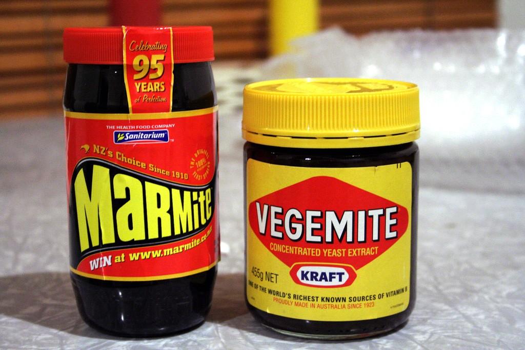 Marmite and Vegemite | © Adam / WikiCommons