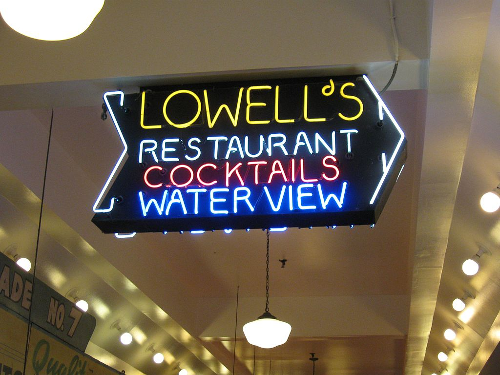 Pike Place Market entrance to the Lowells diner overhead signage   © Rootology/WikiCommons