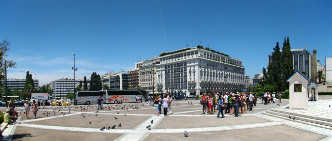 Syntagma Square with 5-star Hotel Grande Bretagne in the background | © Tango7174/WikiCommons