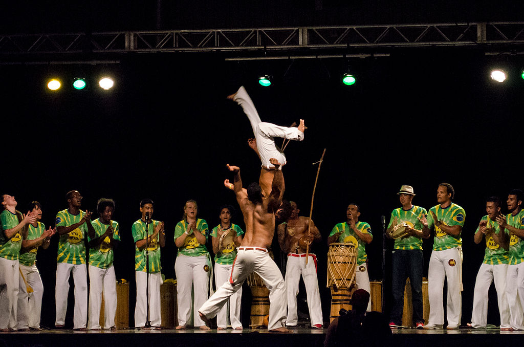 Capoeira practiced in the middle of a circle of people, known as a roda |© Ccyyrree/WikiCommons