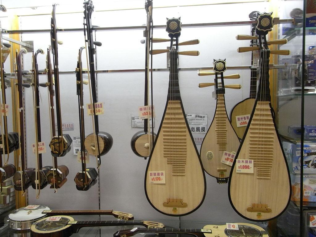 String Instruments   © Decnaojbon/WikiCommons