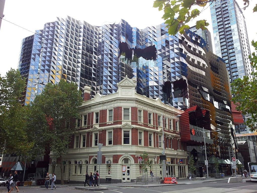 1024px-SAB,_Melbourne_CBD,_as_viewed_from_Swanston_Street