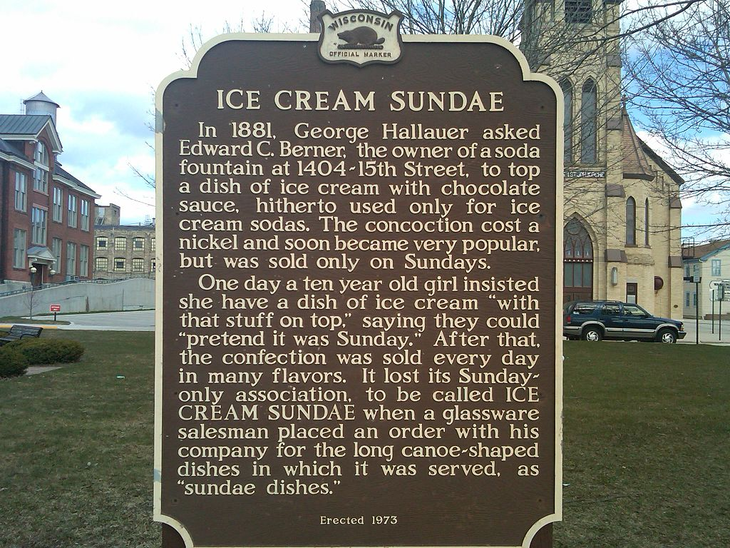 Wisconsin Historical Marker detailing Two Rivers as the locale of the invention of the ice cream sundae - Central Park, Two Rivers, WI | © Porterhse/WikiCommons
