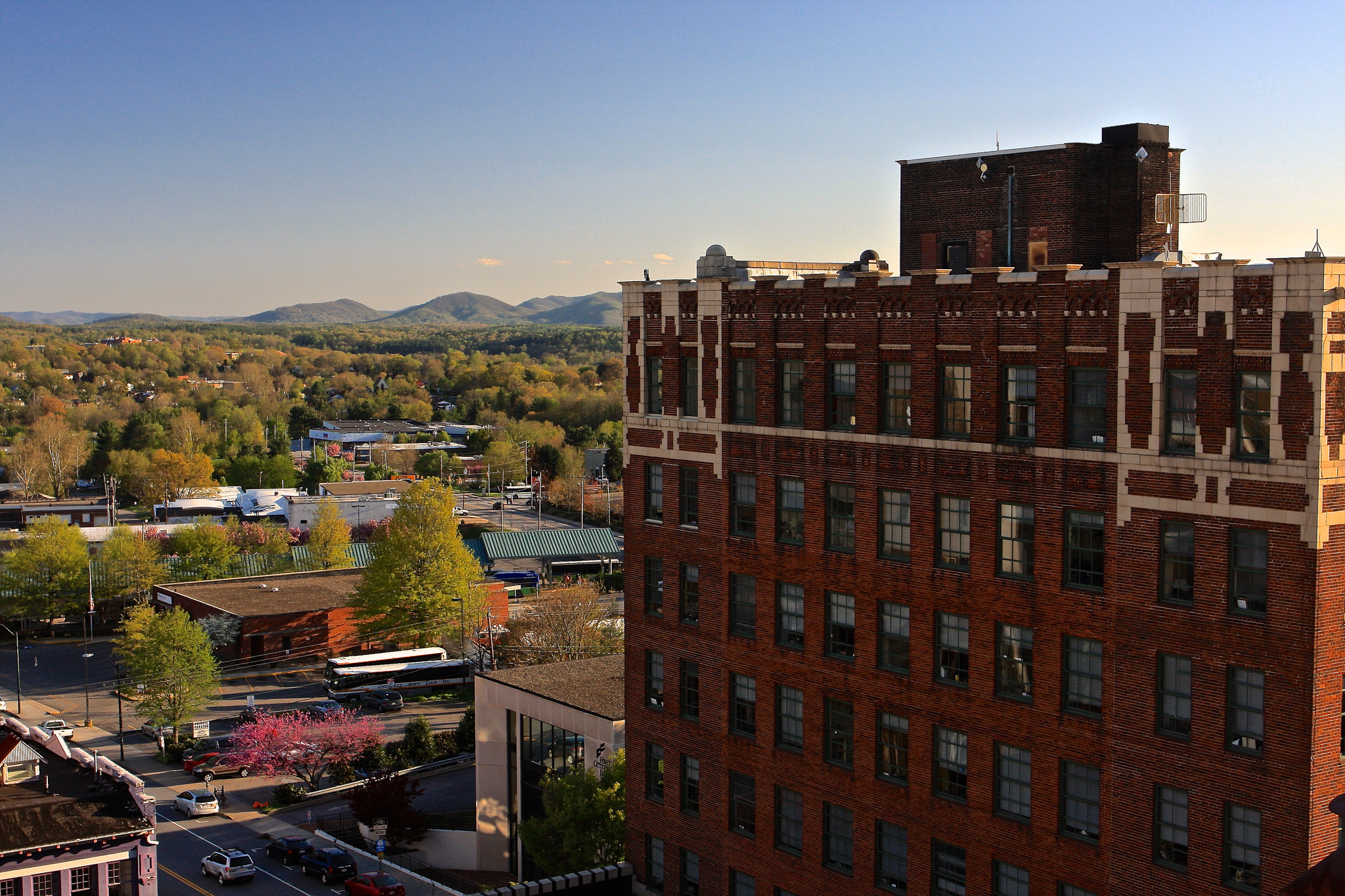View From Sky Bar - Asheville, North Carolina | © TravelingOtter/Flickr