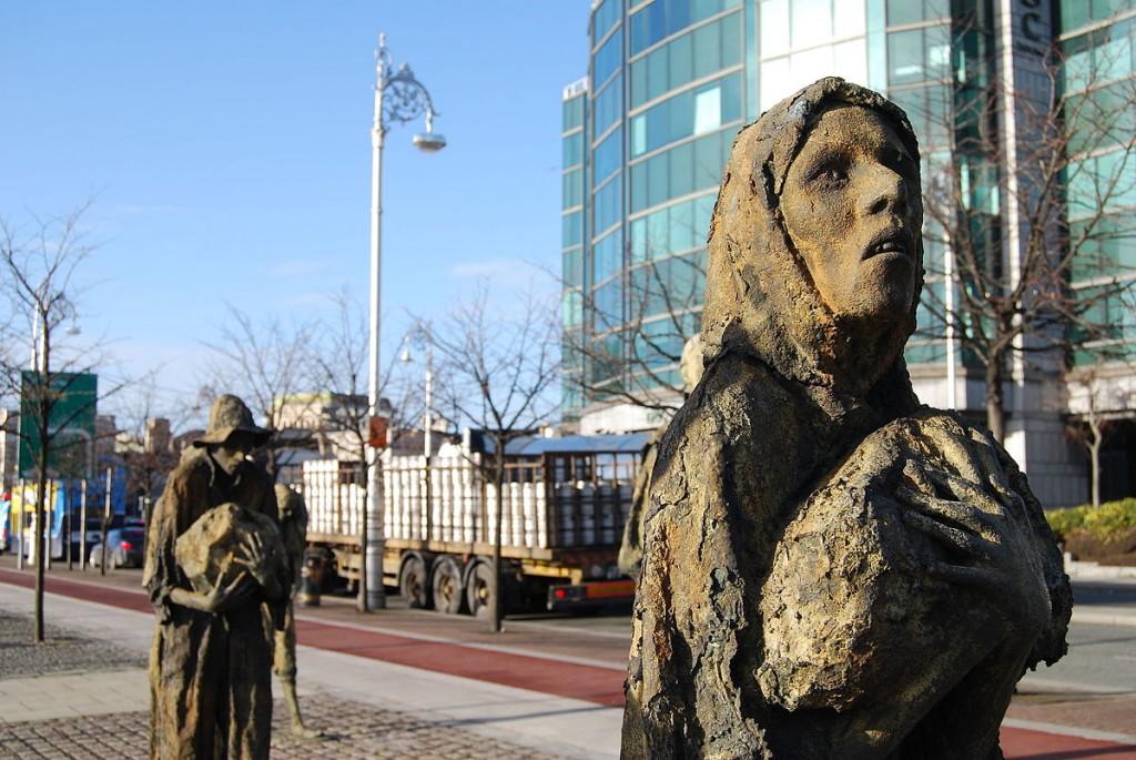 Famine memorial, Dublin   © Chmee2/WikiCommons