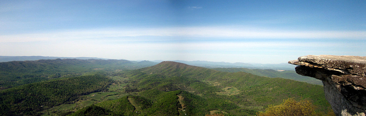 Panoramic image of the Catawba Valley from the McAfee Knob overlook   © Something Original/Wikicommons