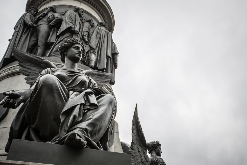 The winged Victories beneath the Daniel O'Connell monument, Dublin | © Tony Webster/Flickr