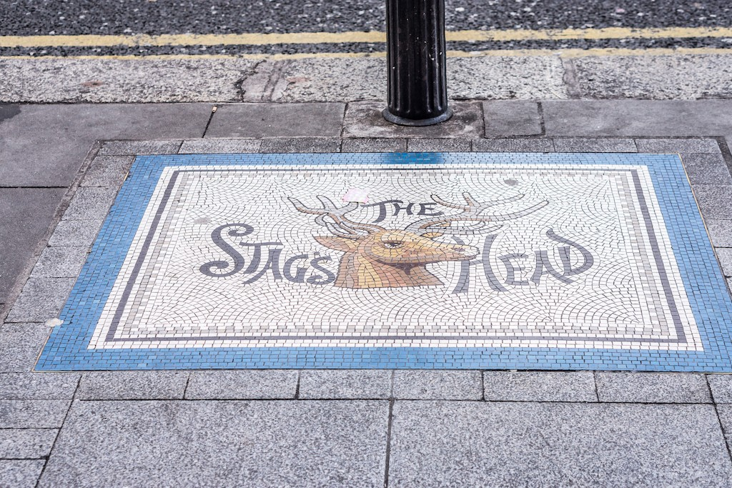 A pavement mosaic points the way to The Stag's Head pub | ©William Murphy/Flickr