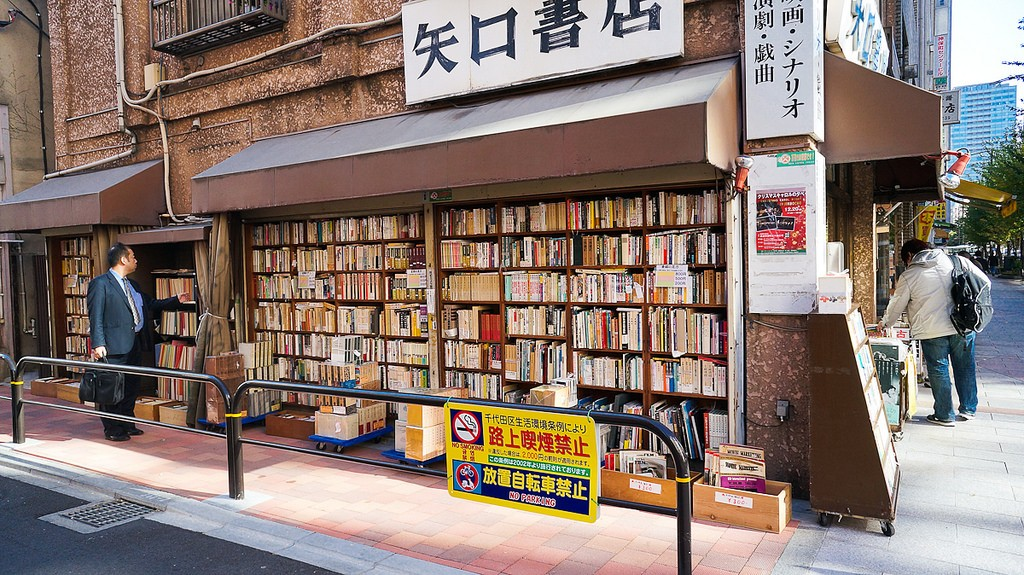 An old bookstore at Jimbocho | © Antonio Tajuelo/Flickr