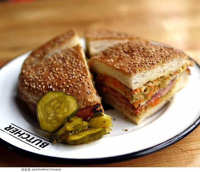 Muffuletta from Cochon Butcher | © Sandy Waddle/Flickr