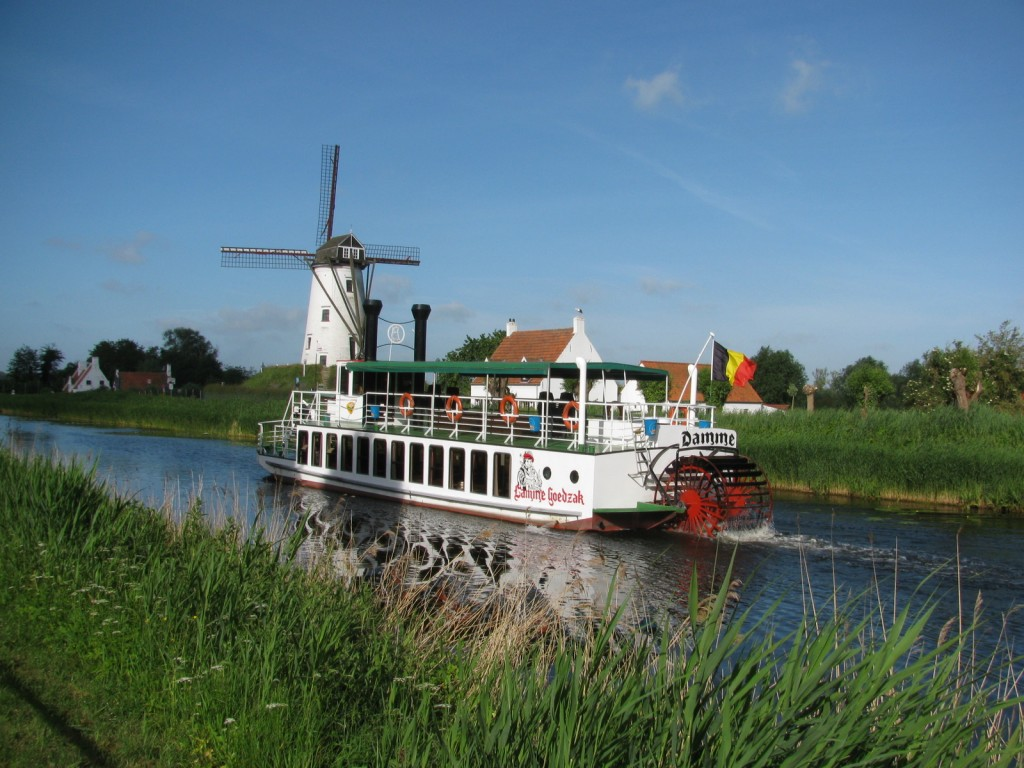 The Lamme Goedzak or 'Tame Softie' making its way to Damme | © Donar Reiskoffer/Wikimedia Commons