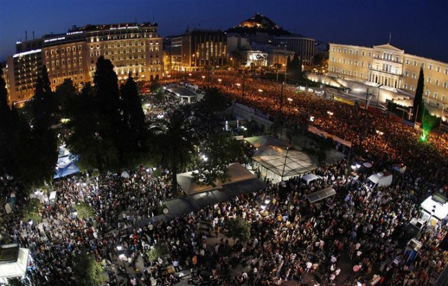 100.000 people gathered at the centre of Athens on Sunday, 29/5/2011 | © Kotsolis/WikiCommons