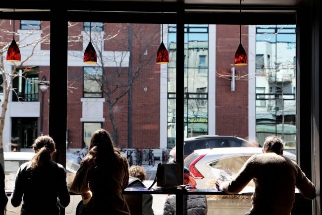 2015-04-Life-of-Pix-free-stock-photos-restaurant-people-building-city-leeroy