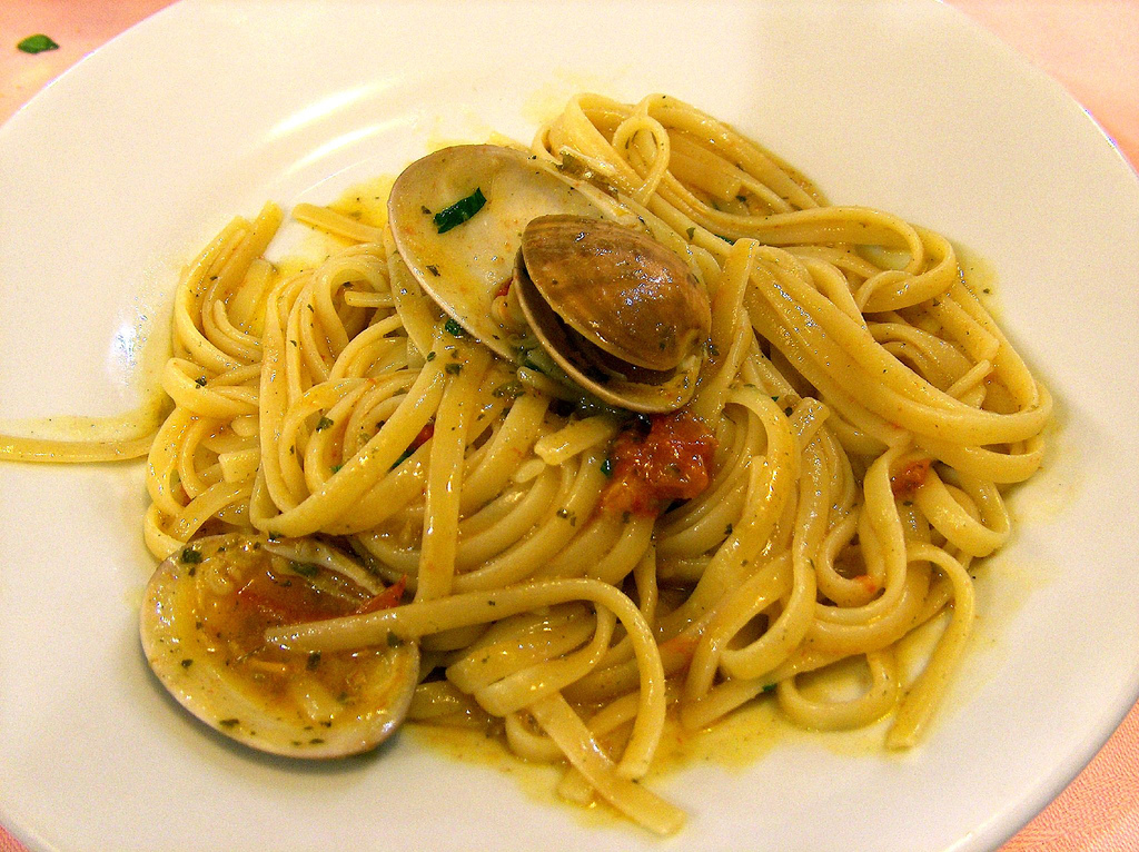 Linguini with clams, a delicious Italian pasta dish |Roberto Zingales/Flickr