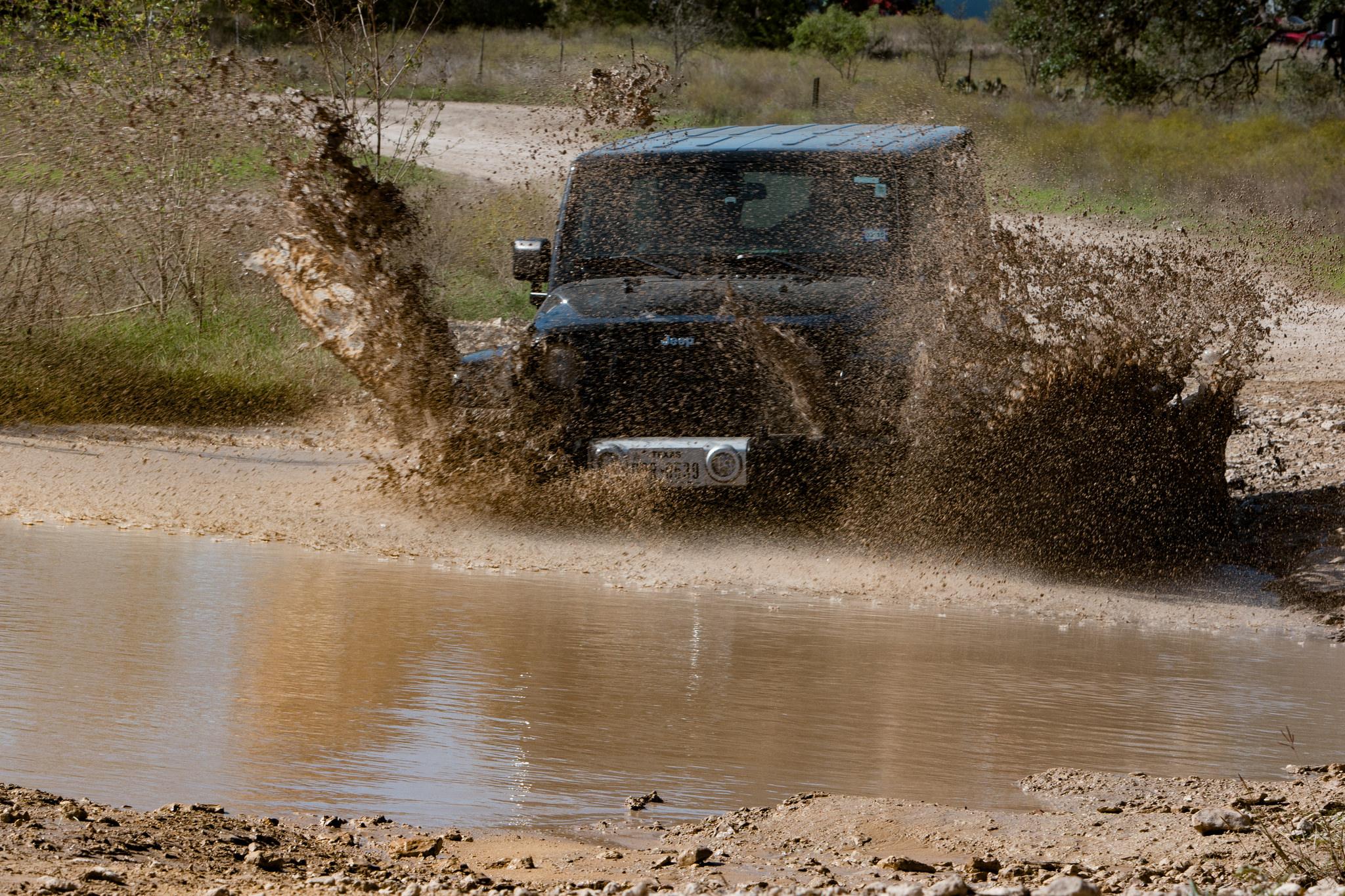 Black Jeep in Mud | © Nan Palmero/Flickr