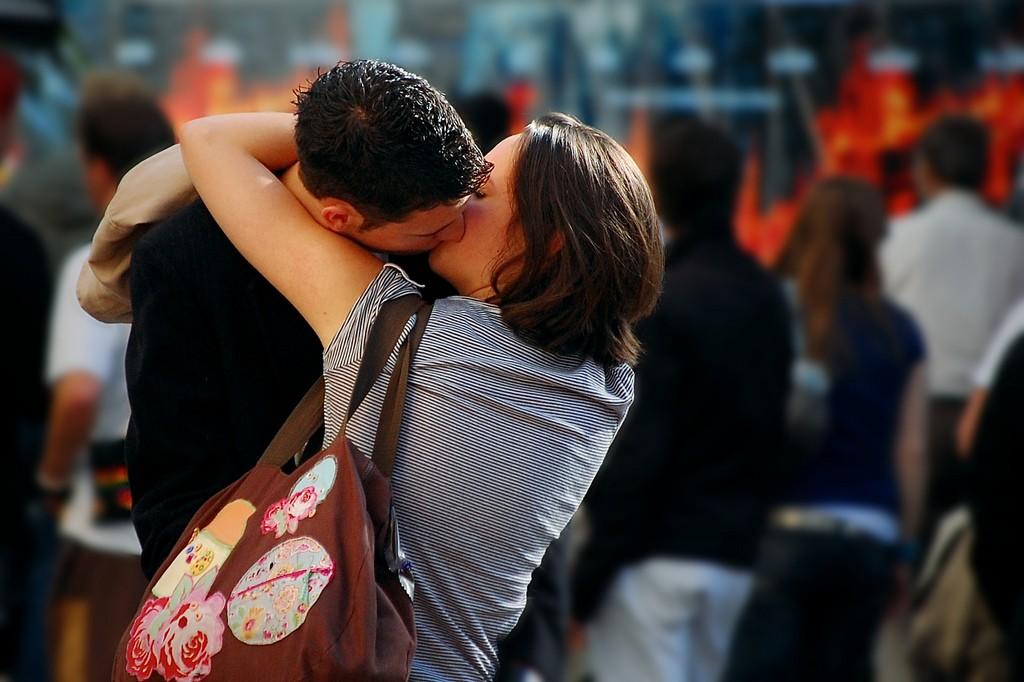 Couple kissing. via Cristiano Betta/Flickr/CCBY 2.0