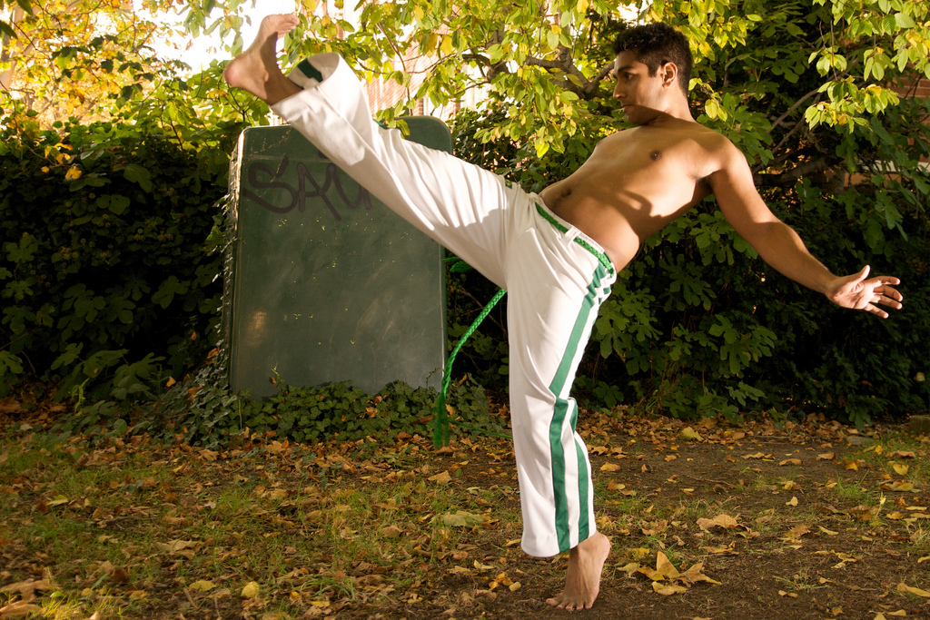 Capoeira involves jumps, quick crouches and powerful high kicks |© Ben 30/Flickr