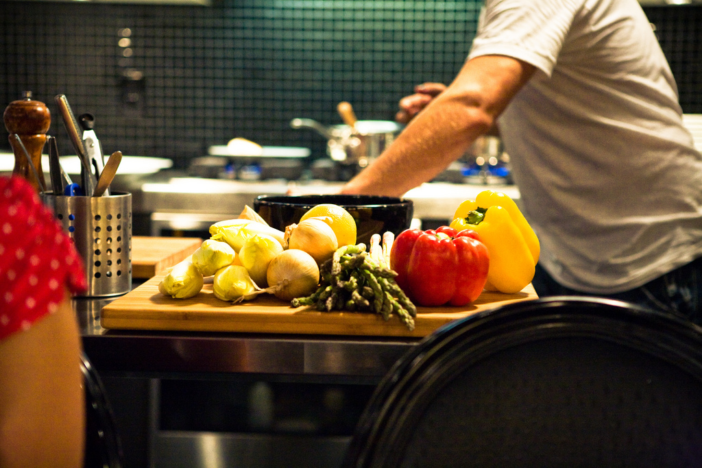 Cooking food  © Jens karlsson/WikiCommons