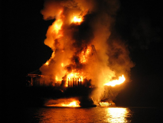 Deepwater Horizon explosion | © Otto Candies/Flickr