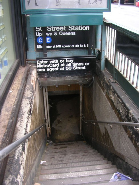 Uptown Entrance To 50th Street Subway | © Michael Coghlan / Wikipedia Commons