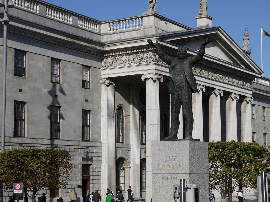 Jim Larkin statue, O'Connell Street, Dublin   © Yortw/Flickr