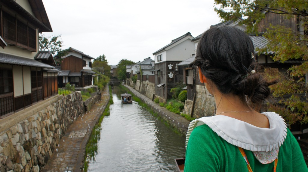 A woman looks down the Hachiman Canal | © go.biwako/Flickr