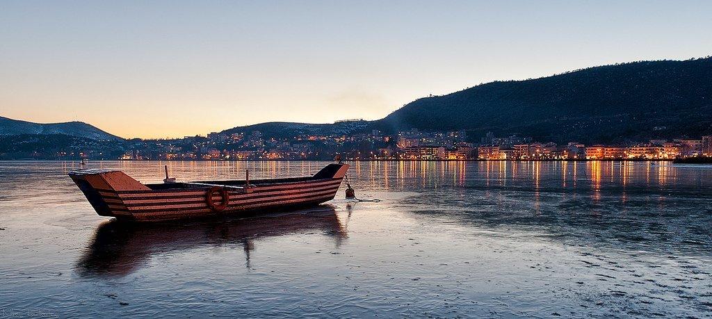 Frozen lake of Kastoria  © Nikos Koutoulas/Flickr