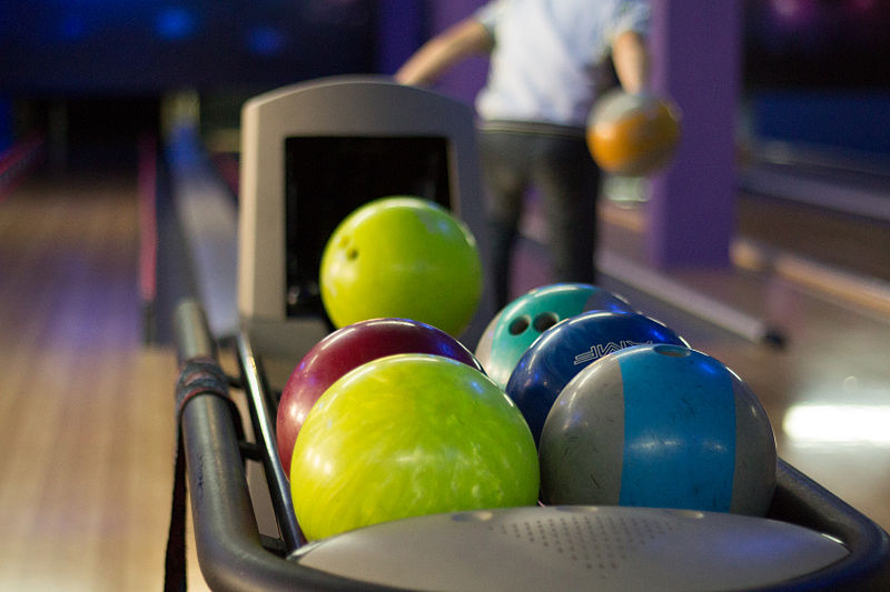800px-Balls_in_bowling
