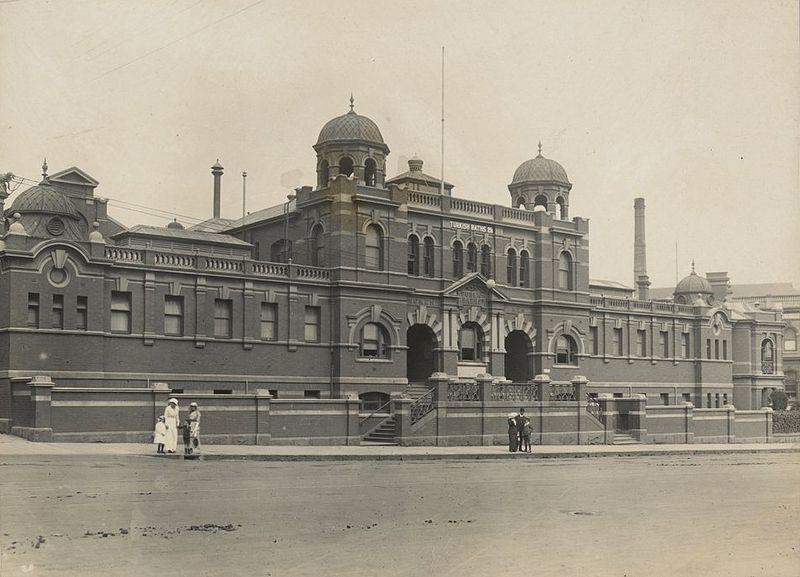 800px-Melbourne_City_Baths_1914