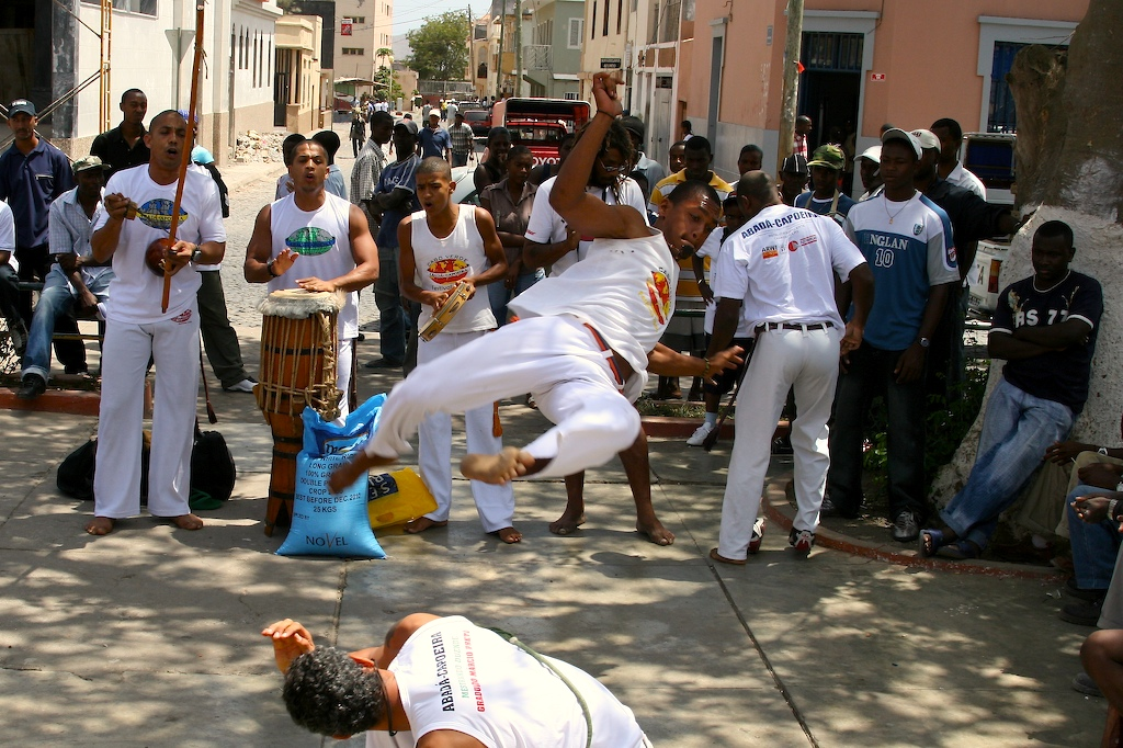 Capoeira involves a series of complex and agile moves |© David Trainer/Flickr