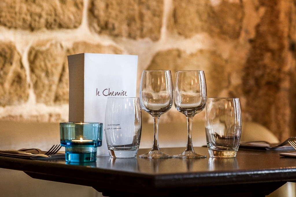 A table at Le Chemise │ ©davideLEGGIO and Courtesy of Le Chemise