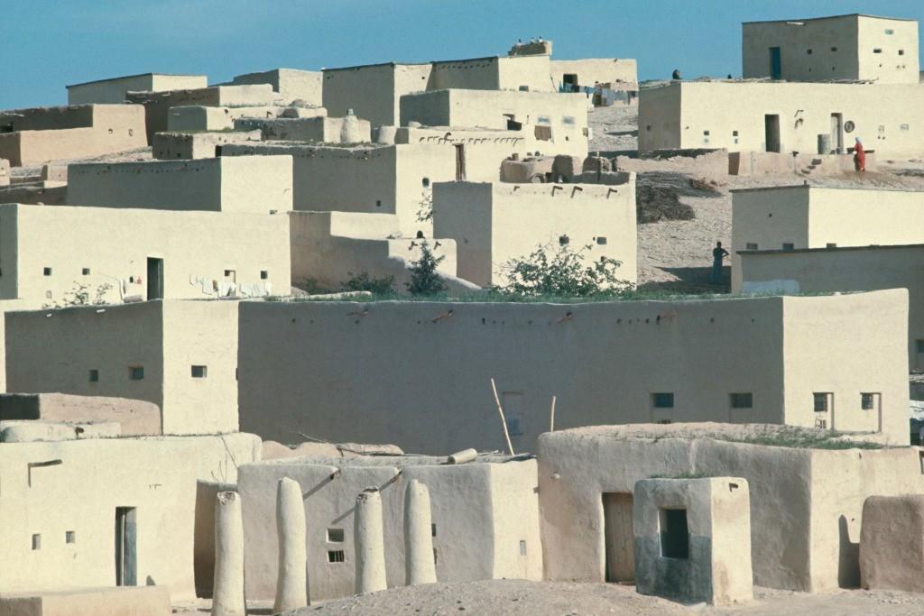 Mohamad Al Roumi Photography at the Pergamon  (Al-Amarne 1995) © Mohamad Al Roumi