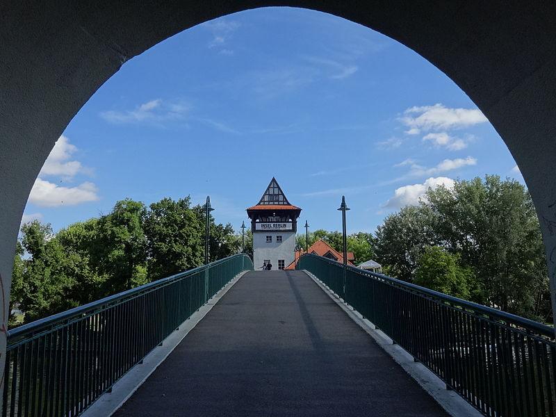 bridge leading to Insel der Jugend | © Assenmacher/WikiCommons