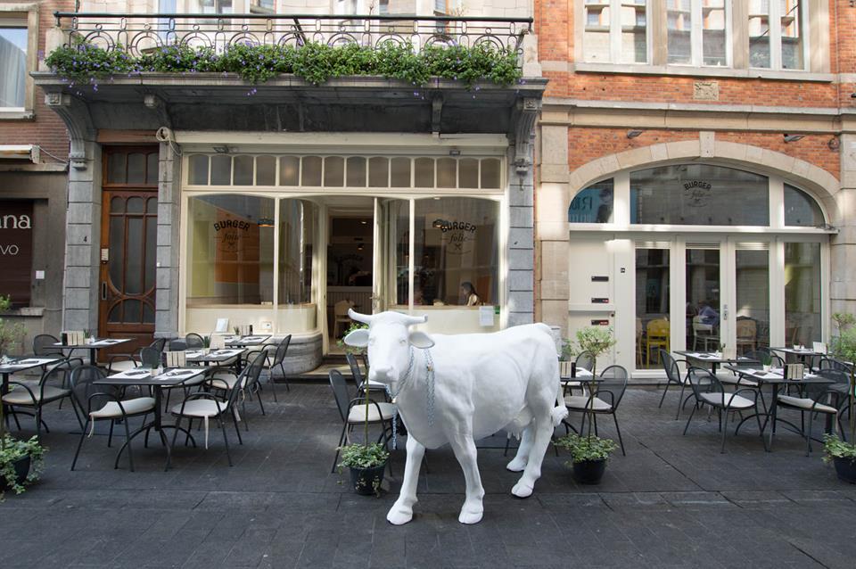 Burger Folie in Leuven's premier gourmet alley, de Muntstraat | Courtesy of Burger Folie