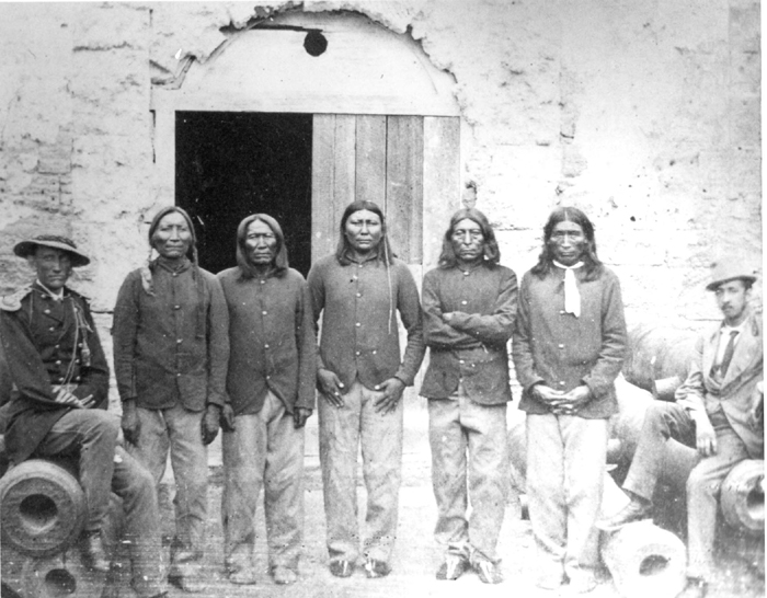 Captain Pratt with Native American captives at Fort Marion   Public Domain/Wikicommons