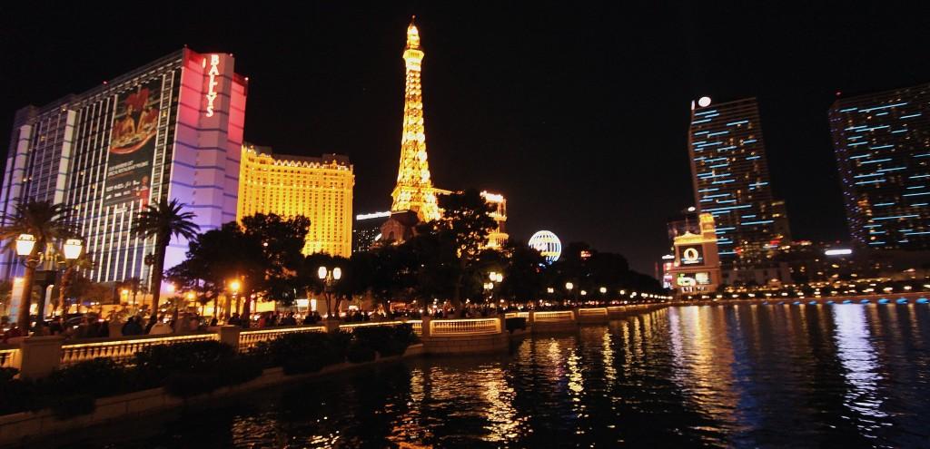 Las Vegas Night Skyline © Prayitno/Flickr.com